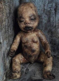 OOAK-Gothic-Corpse-Morgue-Zombie-Horror-Doll Creepy Horror, Gothic Horror, Scary Dolls, Halloween Items, Old Dolls, Doll Toys, Baby Love, Scary Stuff, Sculpture