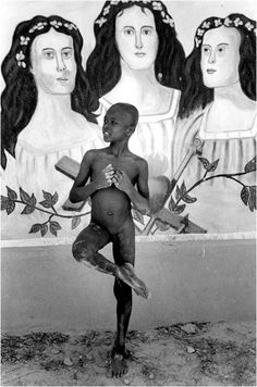 Cristina García Rodero Black And White Portraits, Black White Photos, Black And White Photography, Kids Around The World, People Of The World, Robert Frank, Famous Photos, My Photos, Spanish Eyes