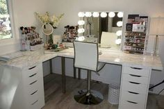 37 + Unanswered Concerns About Glam Room Closet Vanity Ideas 30 Makeup Room Decor, Makeup Rooms, Makeup Desk, Corner Makeup Vanity, Makeup Vanity Decor, Hair Vanity, Makeup Tables, Makeup Counter, Vanity Tables