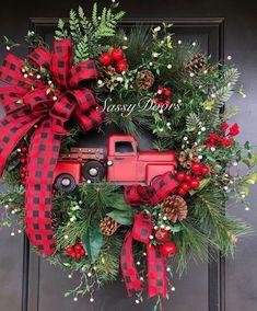 Christmas Red Truck, Noel Christmas, Christmas Projects, Christmas Ornaments, Country Christmas Decorations, Xmas Decorations, Woodland Christmas, Rustic Christmas, Cowboy Christmas