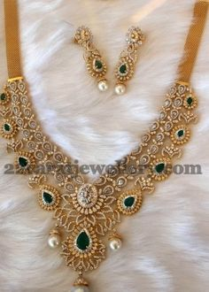 Latest Collection of best Indian Jewellery Designs. Pakistani Jewelry, Indian Wedding Jewelry, Bridal Jewelry, Gold Jewelry, Jewelery, Diamond Jewellery, Indian Bridal, Indian Jewellery Design, Jewellery Designs