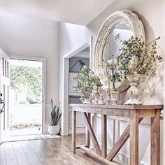 39 Awesome French Home Decoration Ideen – – Living Room Furniture – Living Room Ideas French Country Rug, French Country Decorating, Warm Home Decor, White Home Decor, Entryway Decor, Entryway Tables, Farmhouse Master Bedroom, Farmhouse Decor, Modern Farmhouse