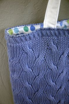 I saw this idea for a sweater bag, blogged about here, and found a sweater at the thrift store that I thought would be perfect. I liked this sweater because of the texture, but the turtleneck style…