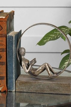 Lounging Reader Bookends - looks like those Giacometti-inspired wire sculptures. Books Art, Library Books, My Books, Sculpture Textile, Book Nooks, I Love Books, Book Nerd, Book Lovers, Bookends