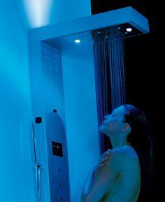 Hammam, doccia, nebulizzazione,  VIVA STEAM permette di vivere un'esperienza indimenticabile di cromo terapia (grazie ai 3 faretti LED RGB a 16 colori con lente di profondità) e di aroma terapia.