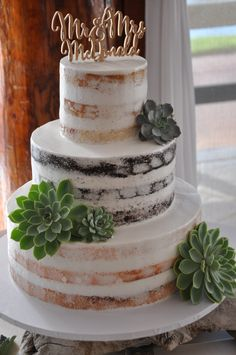 How fun is this naked cake with succulent accents, w love creative couples!
