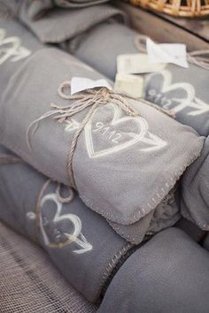 Blanket favors for a fall or winter wedding / http://www.deerpearlflowers.com/autumn-fall-wedding-ideas/