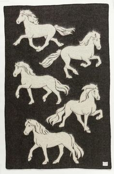 Jaquard Horse: Made from 100% Icelandic wool. Size: 140x210 cm (55x83 inches)