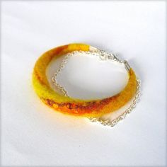Hand felted bracelet with merino wool and silk - Yellow and orange Felt Bracelet, Bracelets, Metal Chain, The Ordinary, Felting, Wool Felt, Merino Wool, Crochet Earrings, Delicate