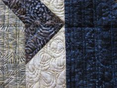 Joan at Leschenault: Labyrinth Quilt - FMQ Labrynth Quilt Pattern, Barbie Furniture, Barbie Clothes, Quilt Blocks, Animal Print Rug, Quilt Patterns, Quilting, Photos, Pictures