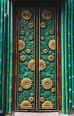 The colors on this ornate door in Bali, Indonesia are completely mesmerizing! Doors of the world. Door Entryway, Entrance Doors, Doorway, Cool Doors, Unique Doors, Knobs And Knockers, Door Gate, Architectural Elements, Closed Doors
