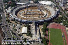 Foto aérea do Estádio Maracanã-RJ, estágio da obra de reforma em abril/2012.
