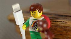 Sugru divulga um ótimo uso para os minifigs da Lego: organizar cabos