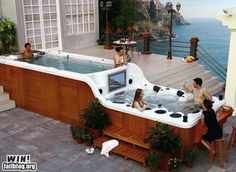 Awesome hot tub