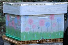 Dadant Bee hive / ruche decorated with PaperArtsy stamps and acrylic paint