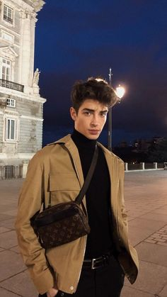 Cool Men's Street Style Outfit Ideas Style Winter ~ Magazzine Fashion Mode Streetwear, Streetwear Fashion, Beautiful Boys, Pretty Boys, Beautiful People, Man Street Style, Manu Rios, Cute White Boys, Photography Poses For Men