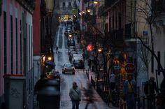 Desmenuzando Madrid: Malasaña. ¿Quieres descubrir parte de la oferta cultural de uno de los barrios más interesantes de Madrid? Descubre sus teatros, actividades, gastronomía y otras muchas cosas más de uno de los barrios más vivos de España.