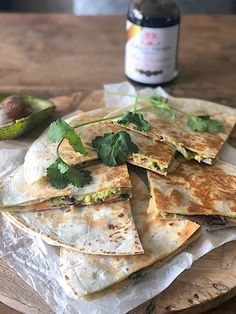 Quesadilla with avocado smoked salmon and red onion Francesca Cooks aufstrich dessert pflanzen recipes rezept salad salat toast Food Out, Love Food, Healthy Diet Recipes, Mexican Food Recipes, Guacamole, Great Appetizers, Savory Snacks, Wraps, Tasty Dishes
