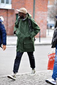 The strongest street style at Berlin Fashion Week ** Streetwear ** posted daily - Global Outfit Experts Look Fashion, Trendy Fashion, Mens Fashion, Fashion Guide, Fashion Black, Fashion Trends, Trendy Clothing, Oversized Clothing, Fashion Websites