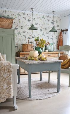 Home Tour In Norway - Collected Vintage Style Country Decor, Farmhouse Decor, Country Homes, Cocina Shabby Chic, Home Interior, Interior Design, Casas Shabby Chic, Swedish Cottage, Vibeke Design