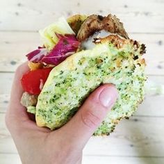 Flade grøntsagsbrød der er virkelig sunde, og utrolig smagefulde på samme tid er altid et hit. Denne opskrift på grøntsagsbrød vil du elske!
