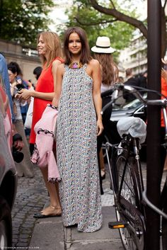 Miroslava in a fab graphic print maxi with cut away armholes. This is one of my favorite cuts for dresses and tops at the moment. Very flattering.