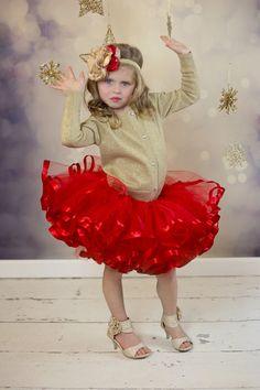 Tutu rojo Navidad. Cinta de raso había recortado tutu Petti. Christmas Tutu, Christmas Events, Ribbon Bow Tutorial, Toddlers And Tiaras, Reborn Toddler Dolls, Tea Party Hats, Christmas Accessories, Ribbon Bows, Dance Costumes