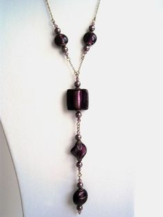 In the Collection colored, kalani offers a necklace original saltire fusing glass beads and Crystal Pearl plum color violine and chain Golden antique