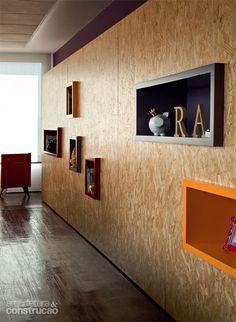 A versatilidade do OSB - Leia mais no link anexado Flur Design, Küchen Design, Deco Design, House Design, Plywood Interior, Garage Interior, Osb Plywood, Osb Board, Oriented Strand Board
