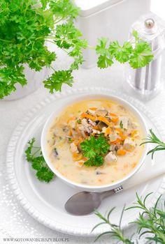 Delikatna zupa jarzynowa z kurczakiem i dzikim ryżem
