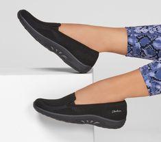Skechers Store, Skechers Elite, Cute Shoes Flats, Stylish Walking Shoes, Casual Sneakers, Sneakers Women, Shoes Women, Casual Shoes, Skechers Relaxed Fit