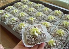 What are the ingredients for making Turkish delight cakes and how are they made? Pasta Cake, Turkish Delight, Mini Cheesecakes, Turkish Recipes, Easy Cake Recipes, No Cook Meals, Cake Cookies, Granola, Bakery