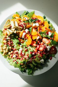 Here's a bright and beautiful way to get your greens: an orange avocado chickpea salad piled high with texture and flavor. Get the recipe here! Seafood Dinner, Dinner Salads, Happy Potato, Salad Recipes, Healthy Recipes, Healthy Food, Types Of Salad, Large Salad Bowl, Chickpea Salad
