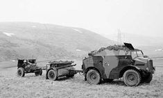 Morris-Commercial 'Quad' artillery tractor with limber and field gun, on an exercise in Scotland, 20 March 1941 Army Vehicles, Armored Vehicles, Military Photos, Military History, Royal Horse Artillery, Old Ford Trucks, Pickup Trucks, Royal Engineers, Ww2 Tanks