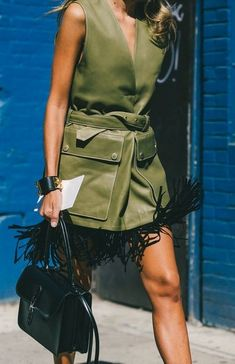 A classic bag for a not so classic outfit. // The Best Street Style Inspiration From New York Fashion Week: (http://www.racked.com/2015/9/11/9309889/nyfw-street-style#4833038)