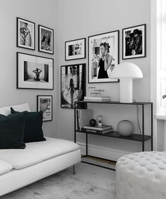 Wohnen Inspiration for beautiful living room picture wall with posters Desenio Z Mesh, An Innovative Wall Decor Bedroom, White Decor, Monochrome Living Room, Home Decor, Room Inspiration, House Interior, Apartment Decor, Bedroom Wall, Bedroom Decor