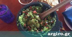Γουακαμόλε από την Αργυρώ Μπαρμπαρίγου | Μια από τις ωραιότερες υγιεινές συνταγές με αβοκάντο. Για συνοδευτικό φτιάξε και τα κριτσίνια που σου προτείνω Guacamole, Mexican, Ethnic Recipes, Food, Essen, Meals, Yemek, Mexicans, Eten