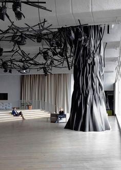arbre d'intérieur de design moderne- installation artistique par Mathieu Lehanneur