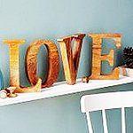 Mango Holzbuchstaben als Dekoration und als besonderes Erinnerungsstück von Jonny's Sister