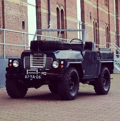 Land Rover leichte militärische Offroad-Serie III Pre Defender RAL grau … – Ian Coenen – Join in the world of pin Offroad, 4x4, Beach Cars, Push Bikes, Land Rover Defender, Military Vehicles, Landing, Jeep, Landrover Series