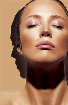 Bronzer - 7 Makeup Tips for a Round Face … Beach Makeup, Summer Makeup, Summer Beauty, Round Face Makeup, Look Rose, Rose Gold Makeup, Nude Makeup, Braut Make-up, Christy Turlington
