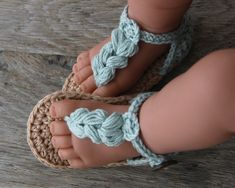 KORA Unisex Boho Baby Sandals in ice blue and beige MADE TO ORDER in sizes: 0-3 months (sole approx.: 9cm/3.5 ) 3-6 months (sole approx.: 10cm/4 ) 6-9 months (sole approx.: 11cm/4.3) YARN: 100% cotton Made in EU Oeko-Tex® certificate CARE: Handwashing and air drying recommended.