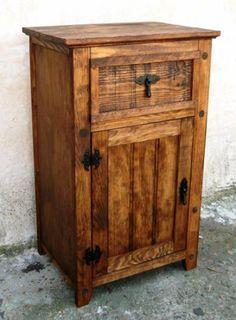 mesilla de madera maciza 80 cm de alta , mueble  madera a mano