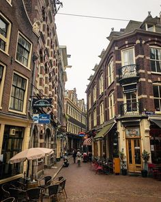 Those alleyways around the old part of Amsterdam are just amazing. Lots of shops pubs and nice restaurants to enjoy.