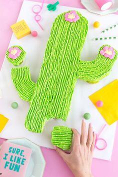 How to Make a Cactus Pull-Apart Cupcake Cake | studiodiy.com