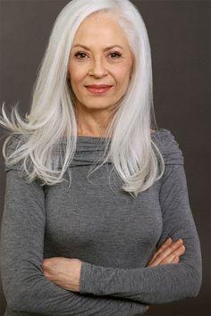 silver hair Joan Saunders represented by Bella Agency Long Gray Hair, Grey Wig, Silver Grey Hair, Silver Blonde, Short Hair Older Women, Older Women Hairstyles, Gray Hairstyles, Scene Hairstyles, Fashion Hairstyles
