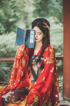 Traditional Chinese Outfit – Best Outfits to Wear Retro Costume, China Girl, Chinese Clothing, Oriental Fashion, Chinese Style, Traditional Chinese, Hanfu, Ulzzang Girl, Traditional Dresses