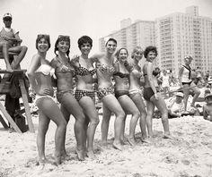 vintage-girls-in-swimsuits-new-york-city-1950s-1960s-08.jpg (1200×1009)