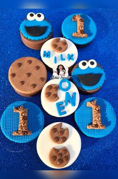 Chocolate Covered Treats, Chocolate Sweets, Chocolate Covered Strawberries, Chocolate Dipped, Dipped Oreos, Monster Cake Pops, Monster Treats, Cookie Monster Party, Cute Cookies