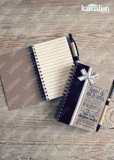 www.kamalion.com.mx - Recuerdos / Giveaways / Favors / Detalles Personalizados / Libreta / Blanco & Negro / Black & White / Notebook / Bautizo / Black / Pluma / Kraft. Girl Gifts, Communion, Zip Around Wallet, Notebook, Baby Shower, Scrapbook, Ideas, Design, Amor